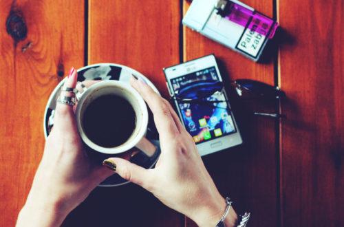 kawa, papierosy, smartfon